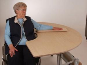 Rollstuhlunterfahrbar, Übung mit dem Armrollbrett