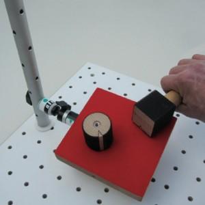 An die Basissäule lässt sich das Handbrett mit Kugelgelenk (optionales Zubehör) anbringen