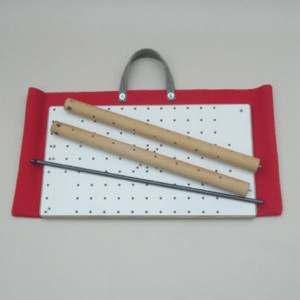 Lieferumfang: Transporttasche, Grundplatte, 2 Basissäulen, Verbindungsstange